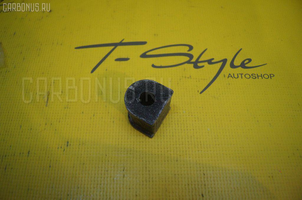 Втулка стабилизатора TOYOTA AE100. Фото 1