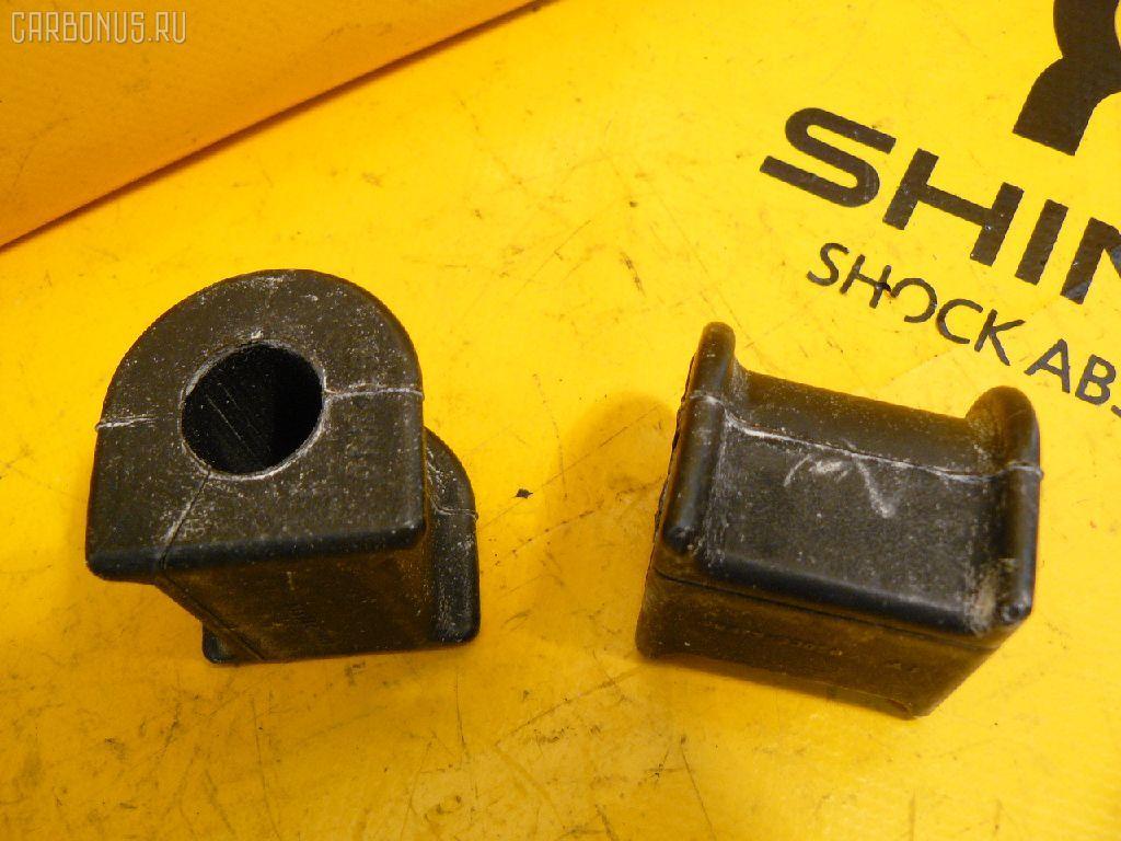 Втулка стабилизатора TOYOTA CAMRY GRACIA SXV20. Фото 1