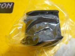 Втулка стабилизатора на Toyota Mark II JZX100 TOYOTA 48815-22190, Заднее расположение