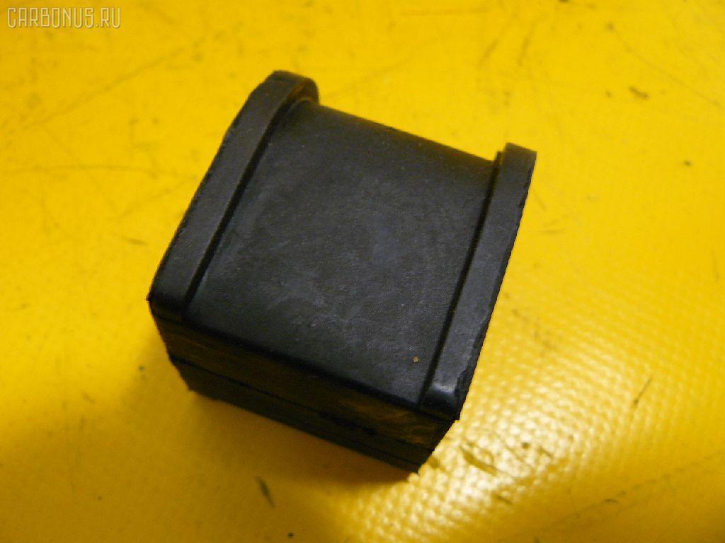 Втулка стабилизатора TOYOTA KLUGER V ACU20W Фото 1