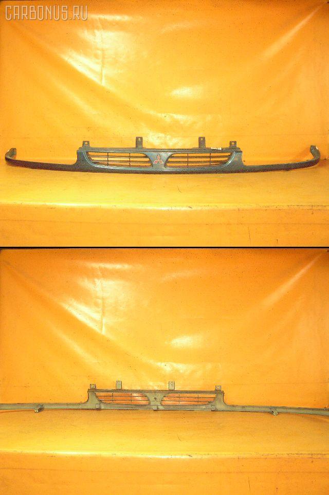 Решетка радиатора MITSUBISHI DELICA SPACE GEAR PD8W. Фото 1