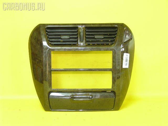 Консоль магнитофона MITSUBISHI CHARIOT GRANDIS N84W. Фото 1