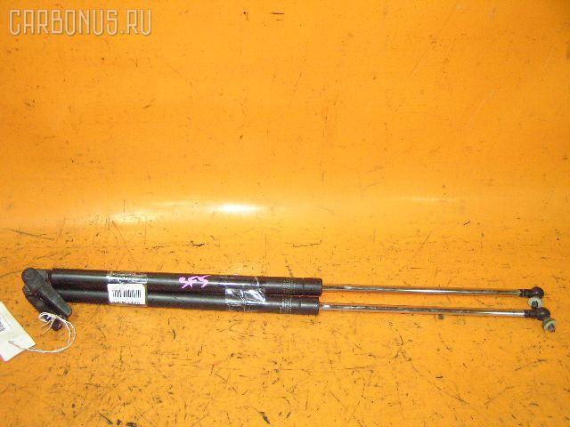 Амортизатор двери SUBARU FORESTER SF5. Фото 2