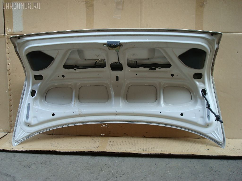 Крышка багажника TOYOTA COROLLA AE110. Фото 4