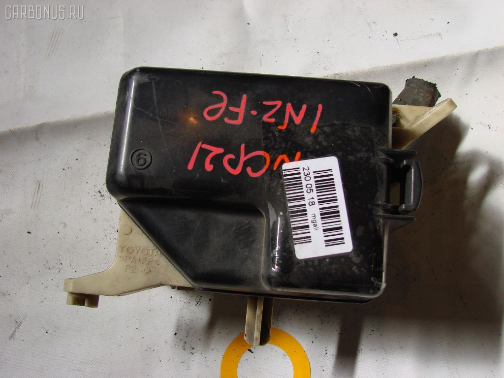 Блок предохранителей TOYOTA VITZ NCP10 2NZ-FE. Фото 2
