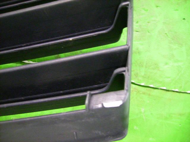 Решетка радиатора SUZUKI SWIFT HT51S. Фото 4