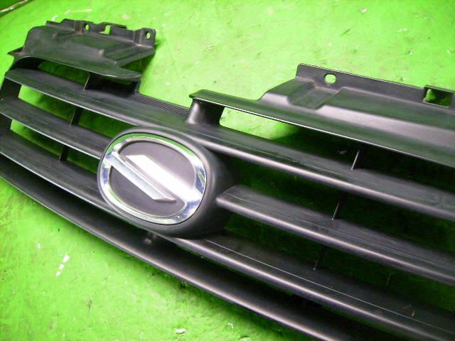 Решетка радиатора SUZUKI SWIFT HT51S. Фото 3