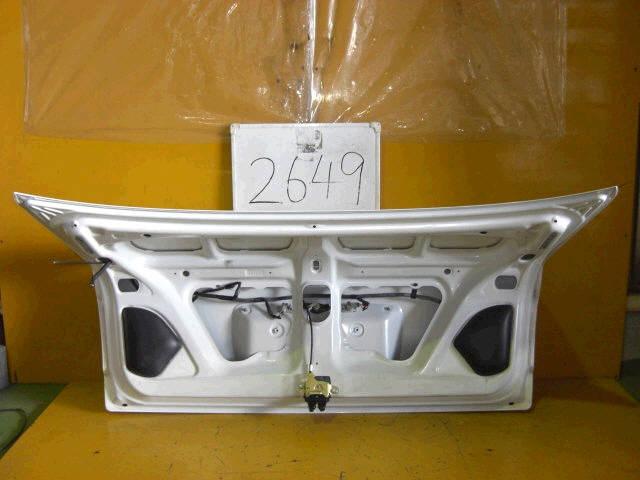 Крышка багажника TOYOTA COROLLA AE110. Фото 6