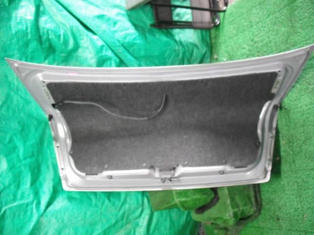 Крышка багажника NISSAN BLUEBIRD SYLPHY QG10. Фото 2