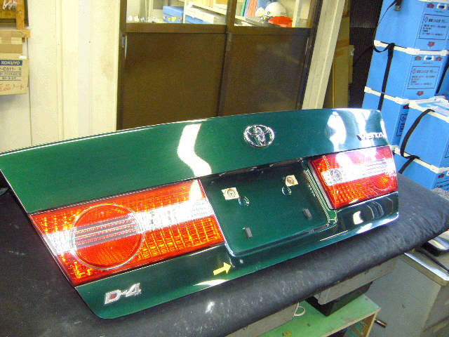 Крышка багажника TOYOTA VISTA SV50. Фото 3