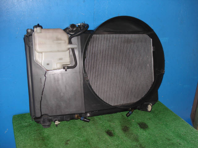 Радиатор ДВС TOYOTA MARK II JZX100 1JZ-GE. Фото 3