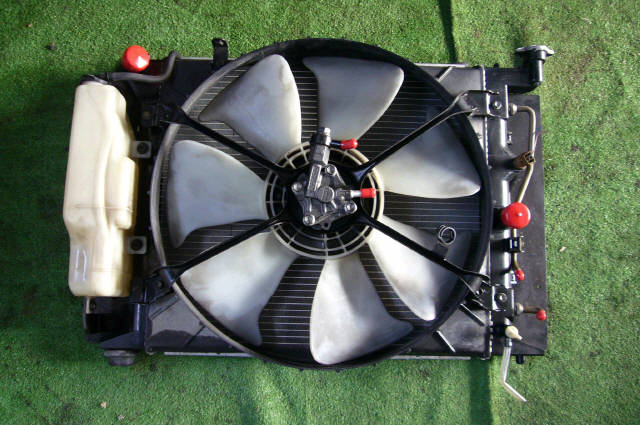 Радиатор ДВС TOYOTA MARK II JZX90 1JZ-GTE. Фото 3