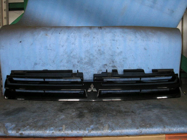 Решетка радиатора MITSUBISHI RVR N61W. Фото 2