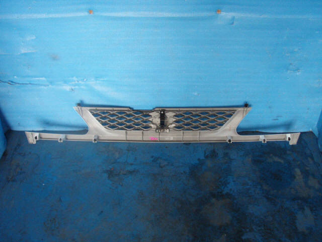 Решетка радиатора NISSAN SERENA PNC24. Фото 2
