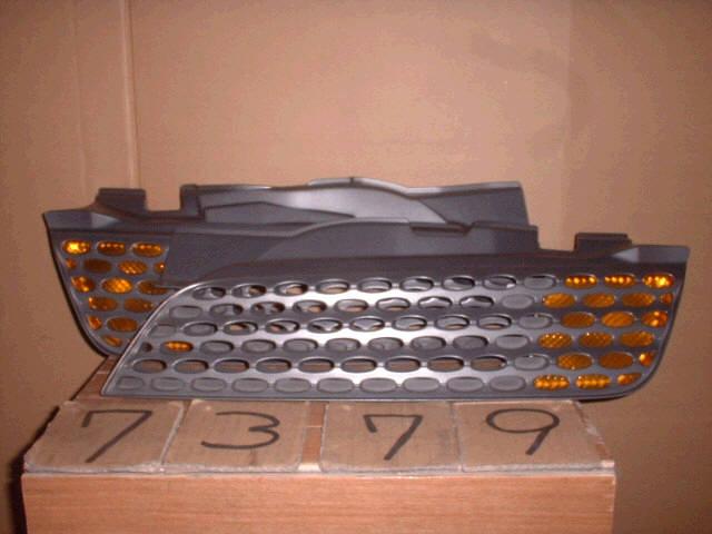 Решетка радиатора NISSAN MARCH AK12. Фото 2