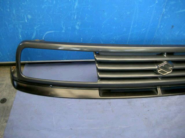 Решетка радиатора SUZUKI ESCUDO TA01W. Фото 1
