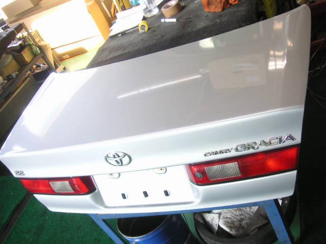 Крышка багажника TOYOTA CAMRY GRACIA SXV20. Фото 2