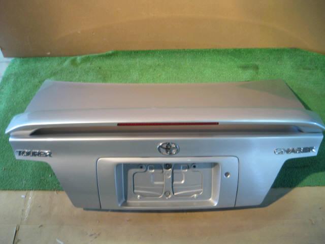 Крышка багажника TOYOTA CHASER GX100. Фото 3