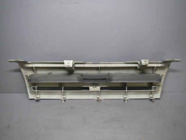 Решетка радиатора MITSUBISHI DINGO CQ1A. Фото 1