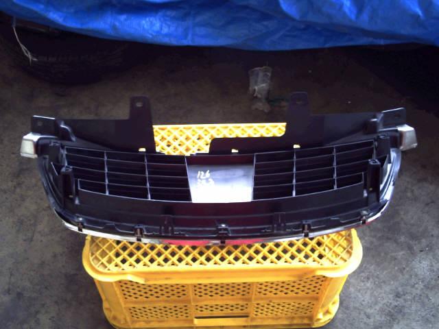 Решетка радиатора NISSAN BLUEBIRD SYLPHY QG10. Фото 3