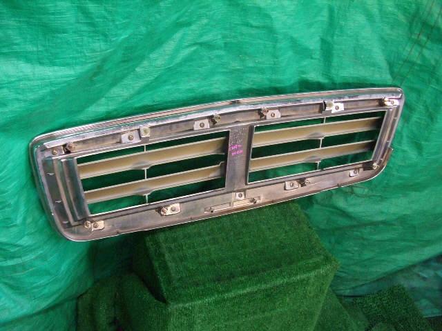 Решетка радиатора MITSUBISHI DION CR9W. Фото 3