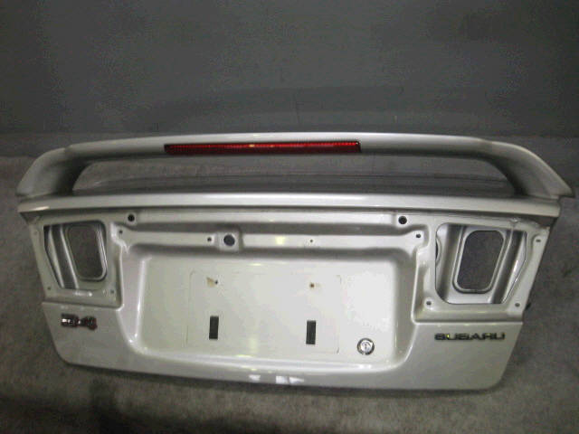 Крышка багажника SUBARU LEGACY BE5. Фото 4