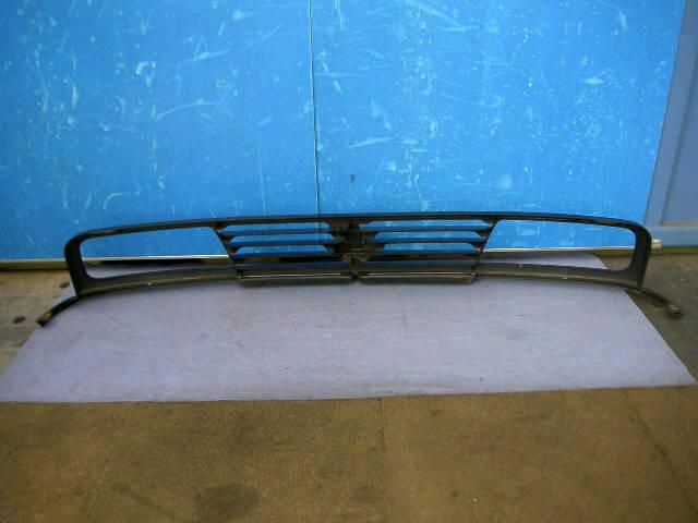 Решетка радиатора SUZUKI ESCUDO TA01W. Фото 4