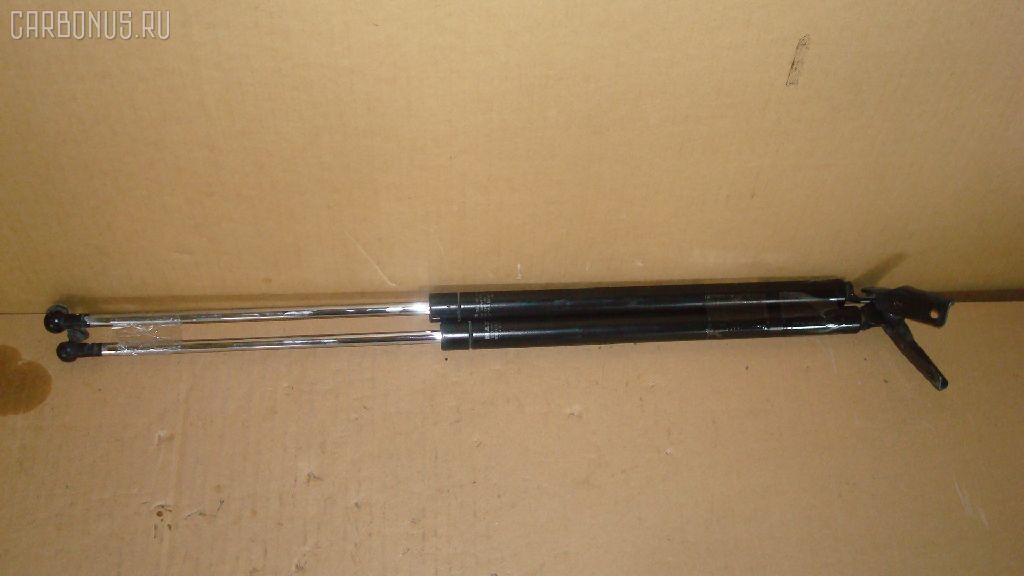 Амортизатор двери SUBARU FORESTER SF5. Фото 5