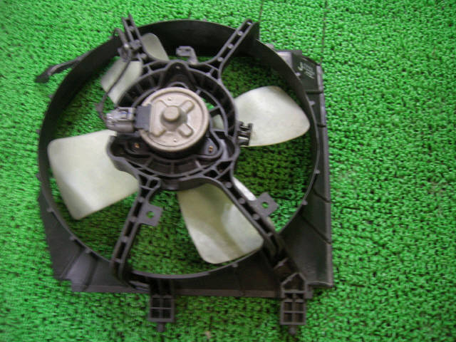 Вентилятор радиатора ДВС MAZDA PREMACY CP8W FP-DE. Фото 2