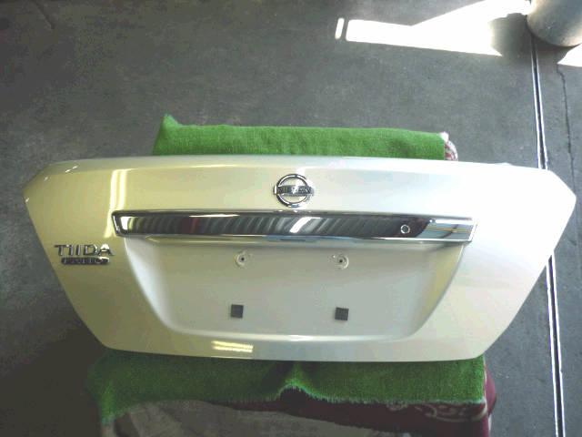 Крышка багажника NISSAN TIIDA LATIO SC11. Фото 3