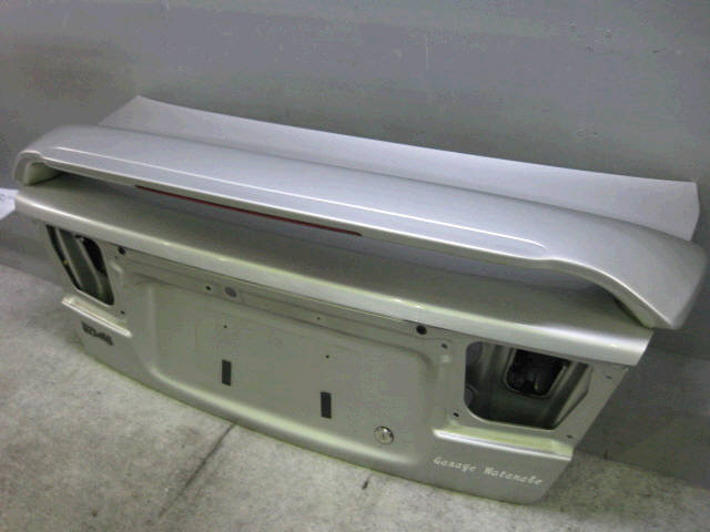 Крышка багажника SUBARU LEGACY BE5. Фото 8