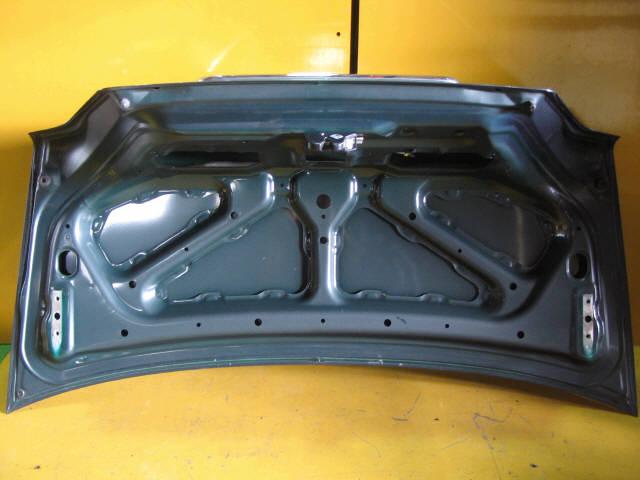 Крышка багажника MITSUBISHI GALANT EA1A. Фото 1