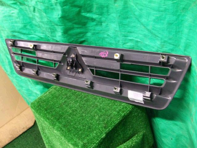 Решетка радиатора MITSUBISHI LANCER CARGO CS2V. Фото 3