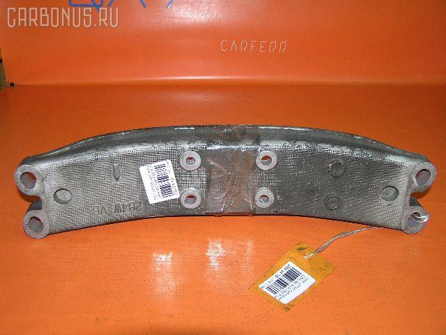 Крепление подушки КПП Toyota Crown GRS180 4GR-FSE Фото 1