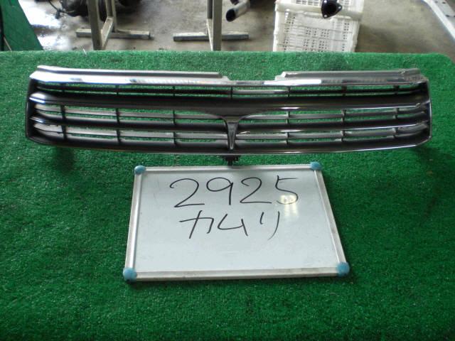 Решетка радиатора TOYOTA CAMRY SV30. Фото 2