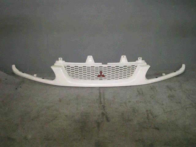 Решетка радиатора MITSUBISHI DELICA SPACE GEAR PD8W. Фото 10