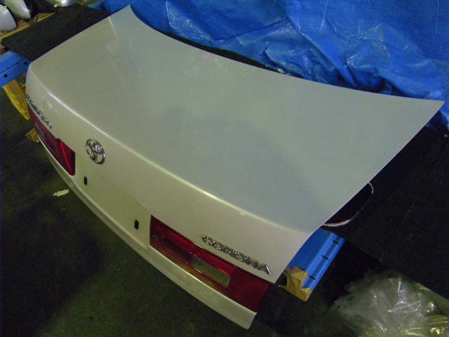 Крышка багажника TOYOTA CORONA PREMIO ST210. Фото 9