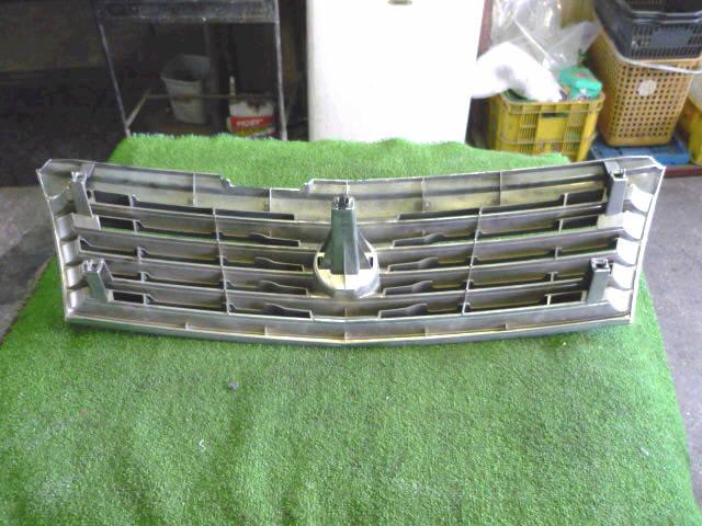 Решетка радиатора NISSAN LIBERTY RM12. Фото 7