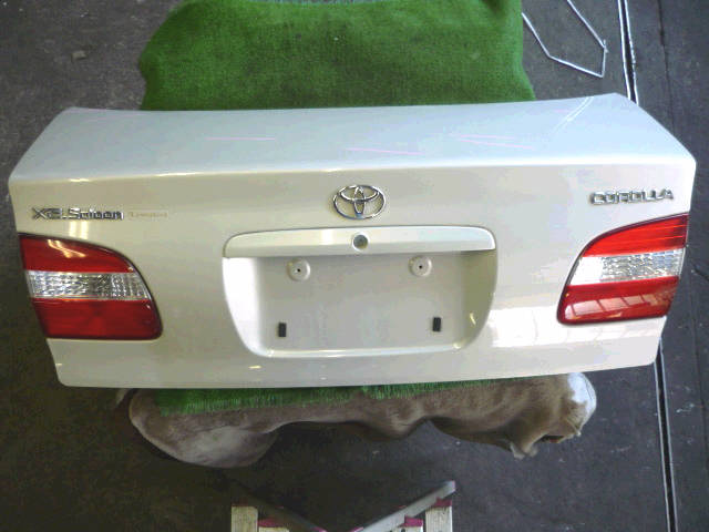 Крышка багажника TOYOTA COROLLA AE114. Фото 8