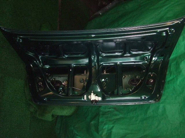 Крышка багажника TOYOTA VISTA SV50. Фото 8