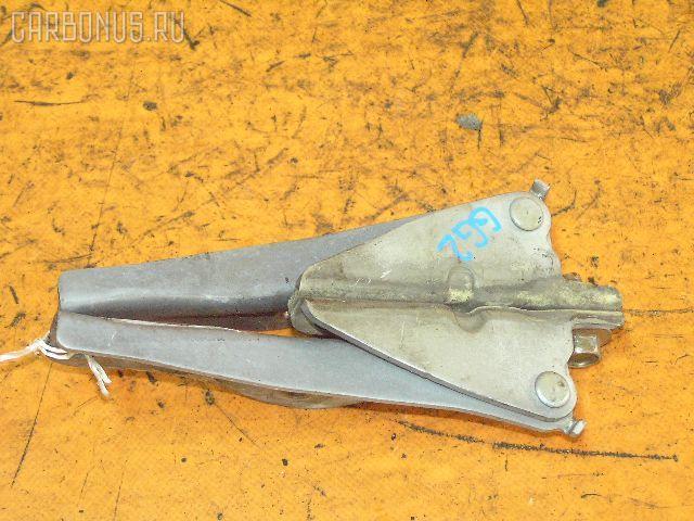 Крепление капота SUBARU IMPREZA WAGON GG2. Фото 3