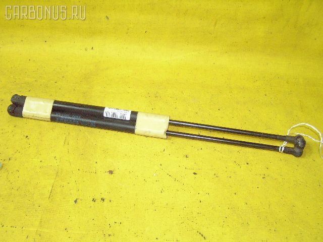 Амортизатор капота TOYOTA MARK II JZX90. Фото 1