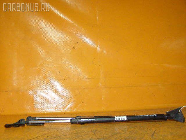 Амортизатор двери TOYOTA IPSUM SXM10G. Фото 3