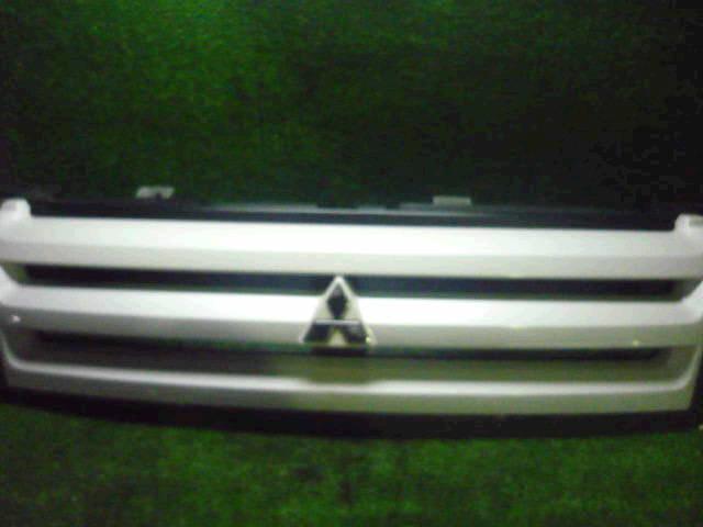 Решетка радиатора MITSUBISHI DINGO CQ1A. Фото 7