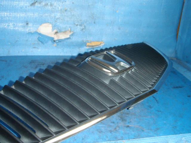 Решетка радиатора HONDA SABER UA5. Фото 8