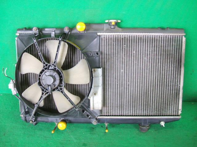 Радиатор ДВС TOYOTA COROLLA SPACIO AE111N 4A-FE. Фото 3