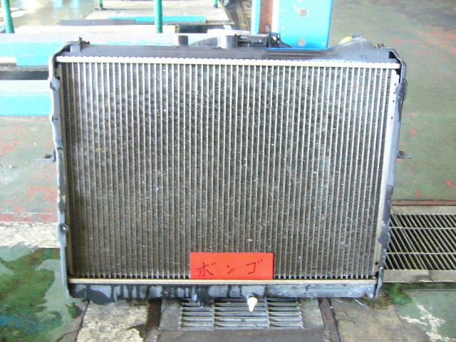 Радиатор ДВС MAZDA BONGO SK22M R2. Фото 3