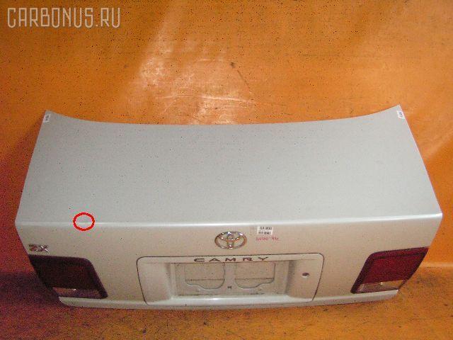 Крышка багажника TOYOTA CAMRY SV40. Фото 1