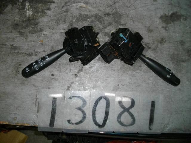 Переключатель поворотов TOYOTA FUNCARGO NCP20. Фото 3