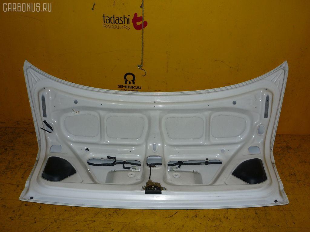 Крышка багажника TOYOTA COROLLA AE114. Фото 9